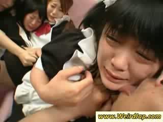हॉट एशियन maids gets गड़बड़ पर the काउच