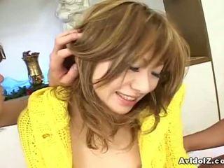 Avidolz: giapponese sgualdrina scopata da two arrapato guys