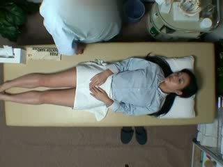Spycam reluctant เมีย seduced โดย masseur