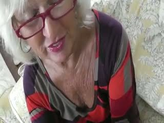 Grey סבתא handles a זין