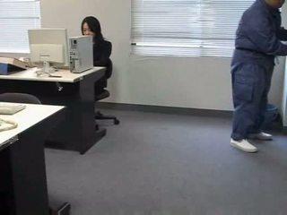 Molested soving kontor dame