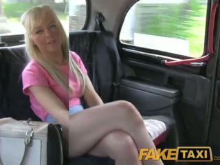 Faketaxi pekné blondýna britské naivka gets drivers semeno na ju bald pička