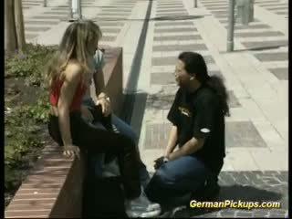 Немски двойка чукане с мъж гледане