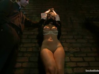 Corporal punishment untuk sinful rahib angell summers