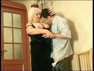 Velika tit babi gets a load v the usta