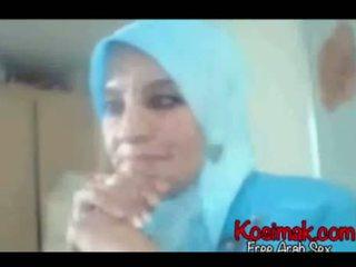 Arab hijab 懶婦 上 攝像頭 表現 她的 奶 和 pus