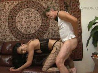 Pornósztár venus lux gets nailed által kövér raw fasz