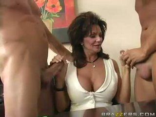 Breasty 媽媽我喜歡操 deauxma engulfing 上 2 大 硬 boner