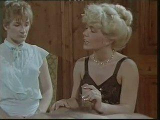 Das lustschloss der josefine mutzenbacher (1986) ผู้หญิงใส่เสื้อผู้ชายไม่ใส่เสื้อ ฉาก