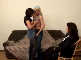 Two innocent paauglys students came į jų išdykęs storas mokytojas į tapti lesbiečių