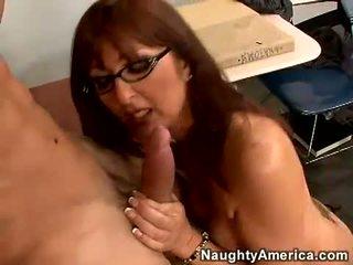 Červený haired učitel desi foxx gets ji ústa busy sání a těžký člověk lízátko