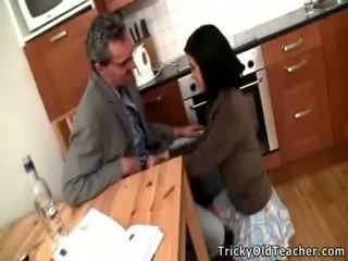 섹시한 브루 넷의 사람 여학생 acquires banged 로 그녀의 pedagogue