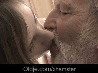 Grand-père énorme vieux bite bouche éjac medicine pour malade