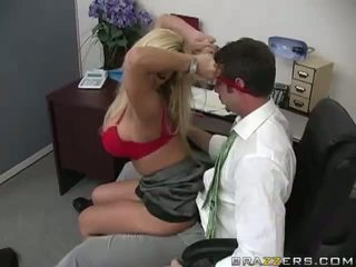 Shyla stylez gets anally geneukt door haar co-worker video-