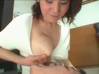 big boobs, japāna, nobriedis