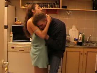 Daddys filha fodido em o cozinha vídeo