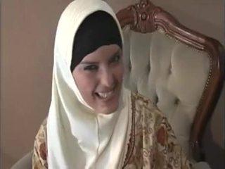 Arab muslim 同 不错 奶 gets 性交 doggy 风格