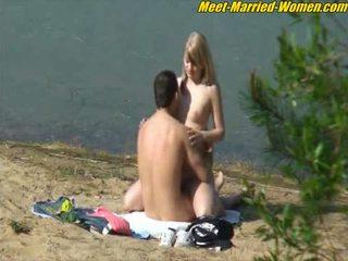 Public amateurs sex dating affair on t...