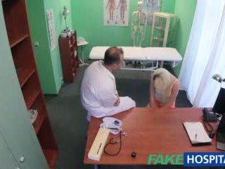 Fakehospital doctor helps rubia llegar un mojada coño