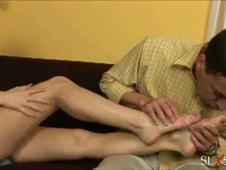 Seks poczucie: seksowne lulu loves strocking kutas z jej stopy
