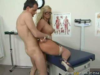 Удивителни голям бюст блондинки лекар getting тя путка прецака трудно