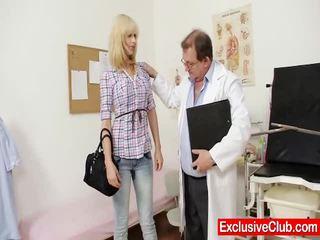 Ξανθός/ιά παρίσι επίσκεψη gynoclinic να έχω αυτήν μουνί gyno examined