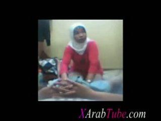 Hijab con gà trống massage