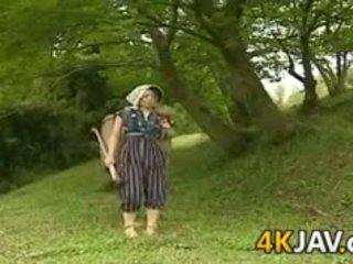 Vintažas japoniškas dulkinimasis outdoors
