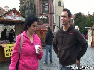 Lebih tua turis has picked naik dan intercoursed