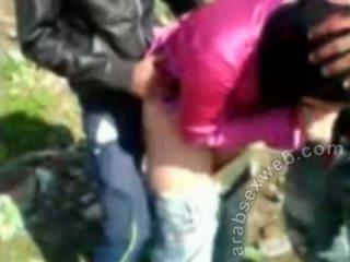 Arab सेक्स में hijab outdoors-asw922