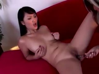 Asiática hotties evelyn lin y pal disfruta un strap en slit slamming
