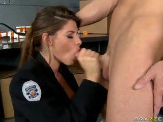Shagging the karstākie policists kādreiz madelyn marie uz policija stacija