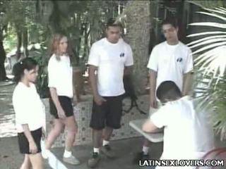 Gyzykly latin jatty teens zartyldap maýyrmak jaýirmak