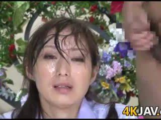 Японки новини anchor изпразване на лицето