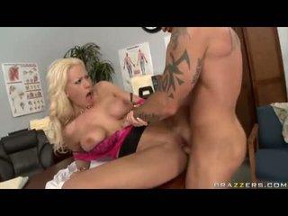 Sexbomb tanya james getting neki trágár cleft cracked által egy szörny jock