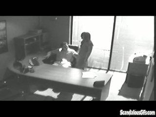 Zyrë tryst gets i kapuri në cctv dhe leaked