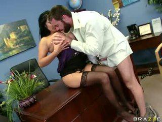Sexually excited sophia lomeli gets neki száj busy engulfing egy kemény férfi nyalóka