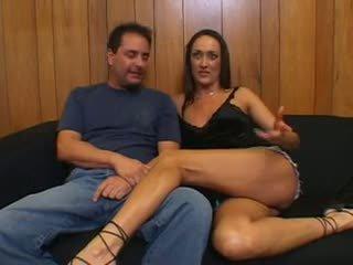 Hubby brings stranger para caralho sua sexy esposa e joins em