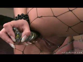 Dorothy 黑色 toying 同 玻璃 振子 和 她的 多汁 光头 的阴户