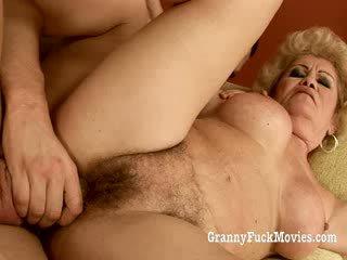 60 plus besta gets knullet i henne hårete fitte