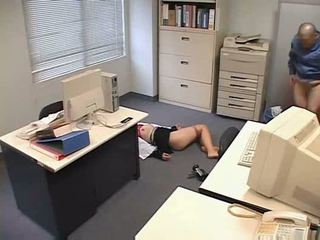 Molested magamine kontoris daam
