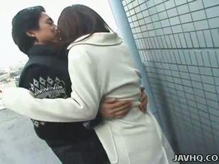Seksi jepang remaja exhibs dan gets kacau di luar