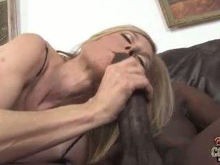 Грудаста матуся nina hartley трахкав по чорна пеніс