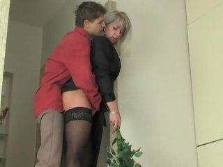 Máma jsem rád šoustat coura seduces mladý chlapec