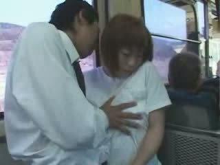 Matang warga jepun berpayu dara besar ibu meraba dan fucked dalam bas video