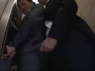 Officelady nahmatané a fucked v elevator