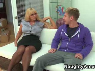 Velika boobies blondinke momma opens široka za mlada tič