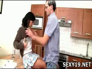 Neslušné dievča gets fucked sideways