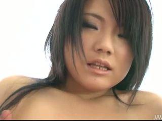 Seks me gjoksmadhe aziatike vajzë