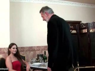 Cathy heaven enjoys seksi kanssa vanha mies